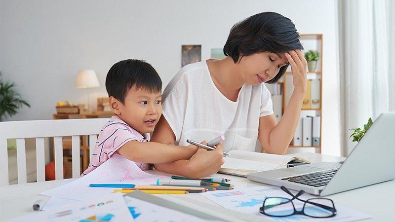 如何成為不抓狂、暴走的父母?兒科醫師吳淑娟:儘早開始親子共讀