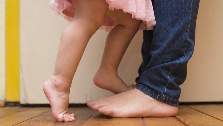王文華:踮腳尖的女孩