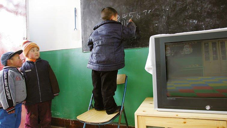 經濟學人:千萬名中國「留守兒」一年見不到父母一次