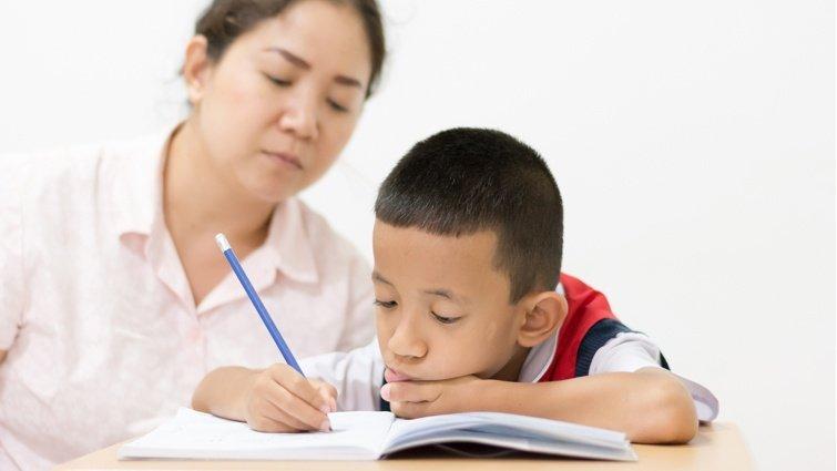 【請問教養專家】兒子每天寫作業都寫好久,孩子累媽媽也累,該怎麼辦?