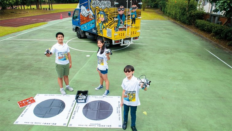 機器人移動擂台教室 三個國高中生將程式教育「開進」偏鄉