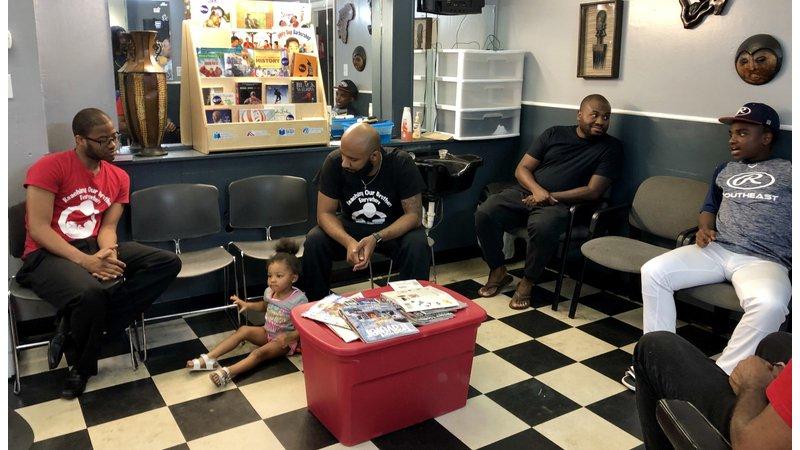 理髮廳裡的men's talk 美國爸爸這樣揪團養小孩