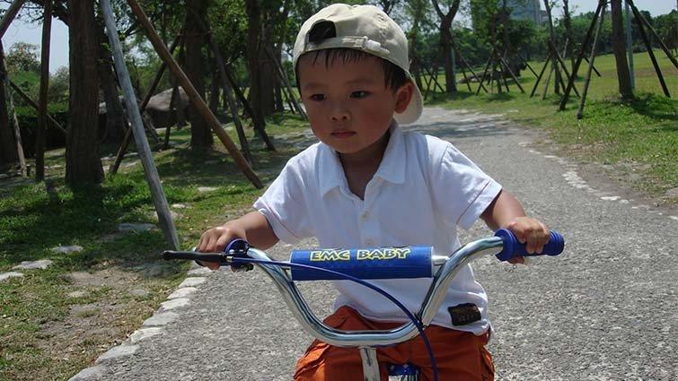 王宏哲:3歲的孩子就該學會騎腳踏車