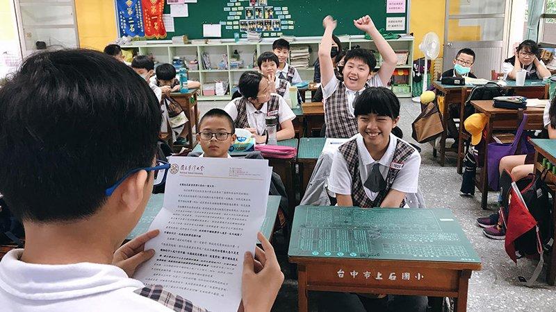 一封來自小學生的信,竟讓臺大校長管中閔、台灣最速男楊俊瀚都回信?