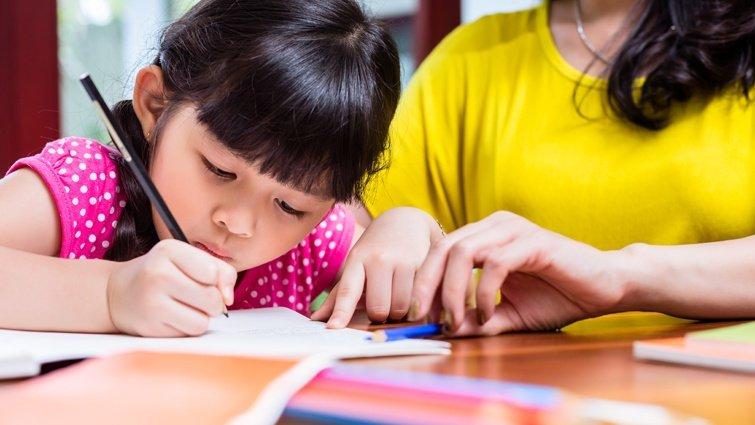 家長一定要陪孩子寫作業嗎?