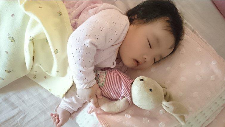 「吃完奶馬上睡回去」不叫中斷睡眠
