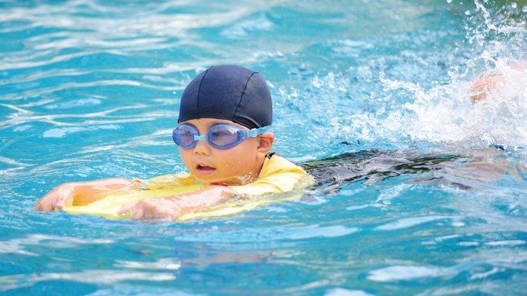 勇敢說「不」!小六男童泳池遭性騷擾冷靜求助脫險