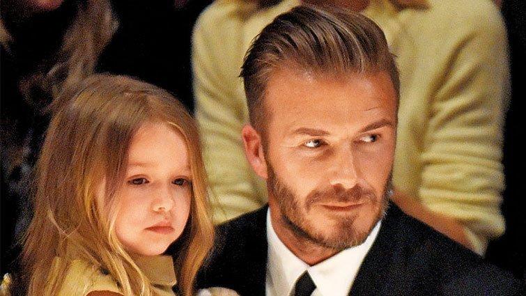 貝克漢給女兒吃奶嘴,四成網友支持