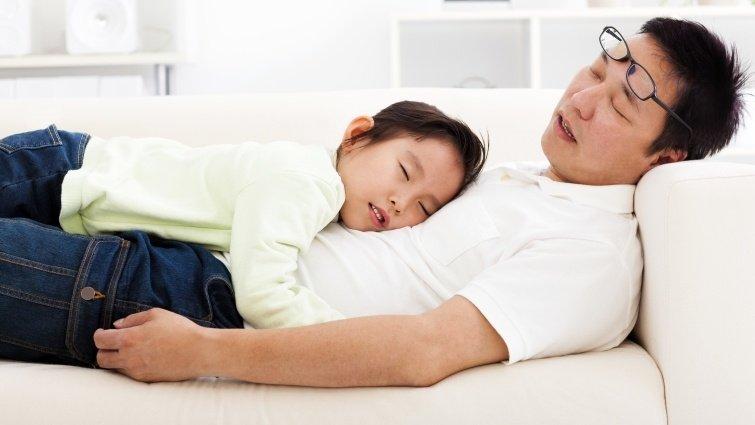 暫時忘掉教養原則,訂下「家庭耍廢日」有助增進親子關係
