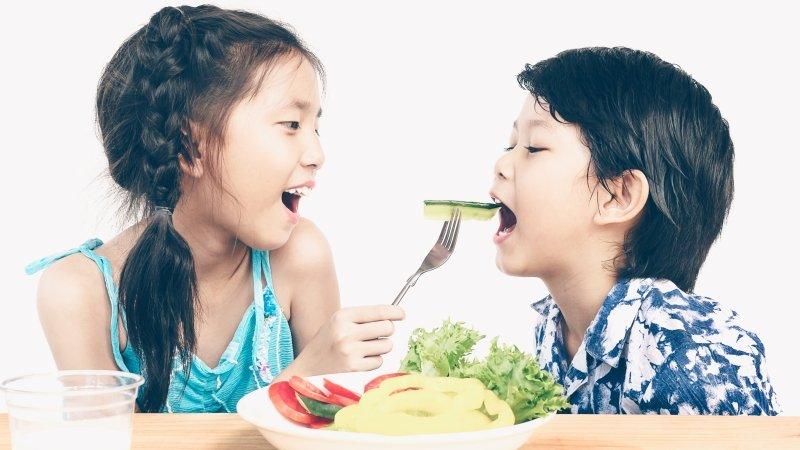 孩子挑食怎麼辦?教小小孩「吃彩虹」......