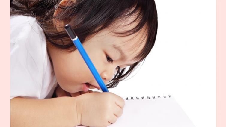 父母也做得到,從2~11歲,循序漸進發展孩子從讀到寫的策略