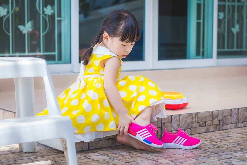 孩子弄壞同學鞋子,家長索賠5000!網友看法兩極