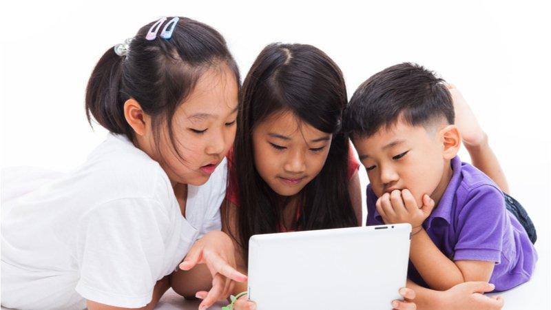 加入遊戲群組、聊天室…7招教孩子在網路上安全互動