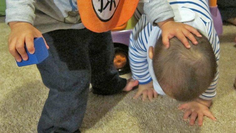 1歲半的孩子愛打人怎麼辦?