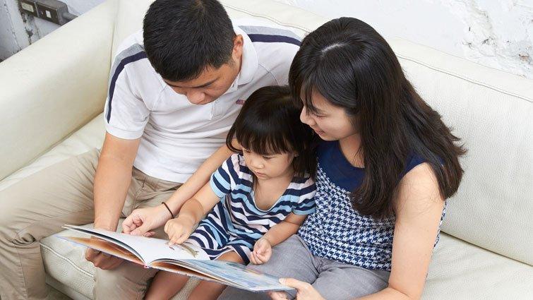 【懶人學英文】父母和孩子共讀時常犯的錯誤:要孩子從頭念到尾