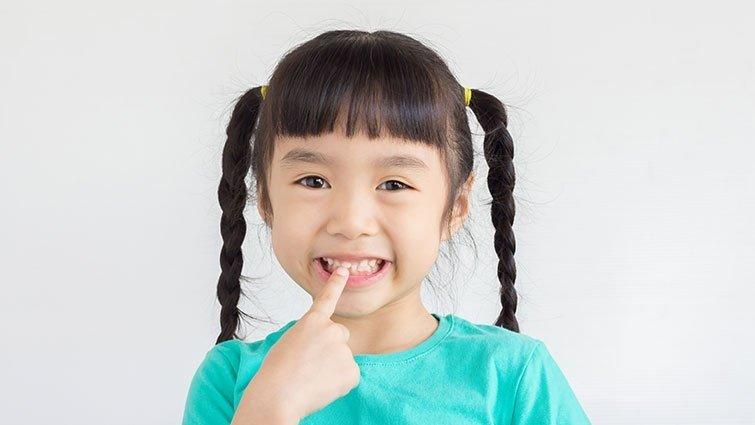 《矯正可以不拔牙》:趴睡、吸手指......小心影響孩子臉型的習慣!