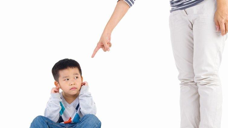 別人家小孩的粗魯行為要管嗎?耶魯大學教養專家這樣說
