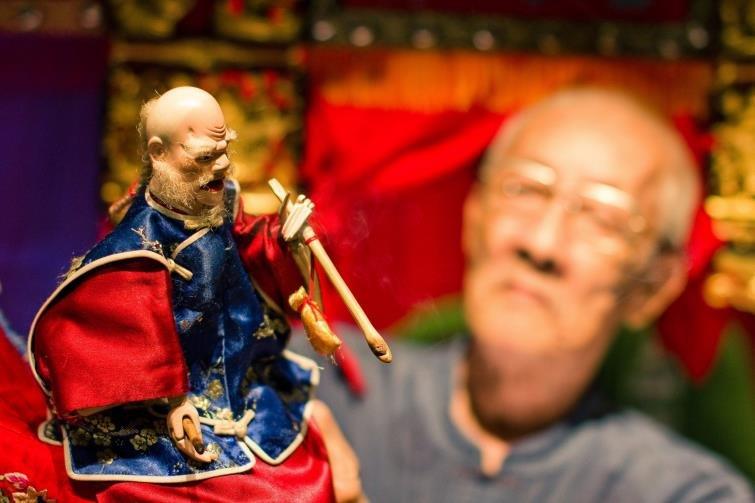 「如果最大的對手是父親」 楊力州10年拍成《紅盒子》記錄布袋戲國寶大師