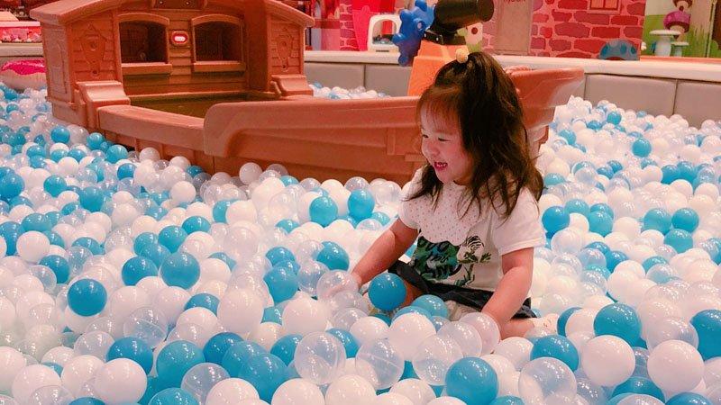 七彩、雪白、木製球池!搭捷運樂玩5個親子室內樂園