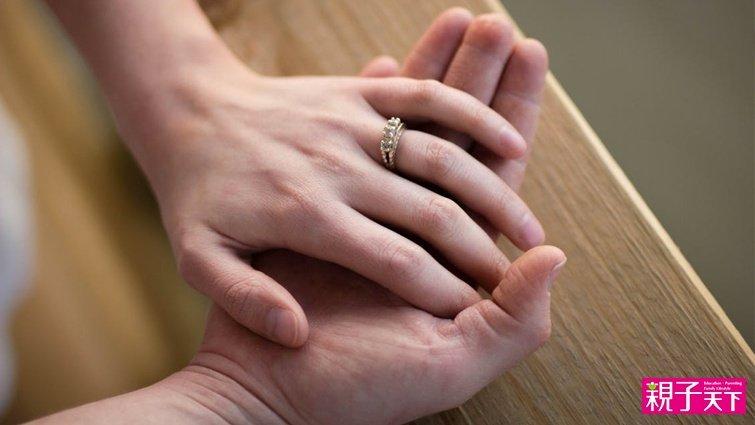 幫助夫妻越吵越懂對方的「冰山對話」示範