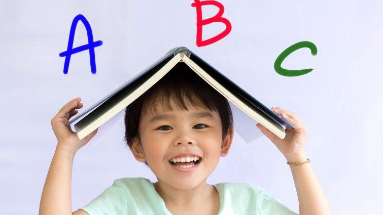 陪伴孩子閱讀的真正目的,並不是要「教」孩子學英語