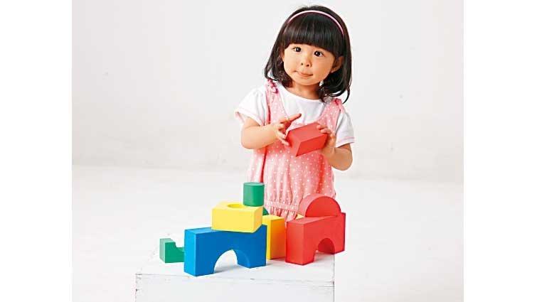 新鮮事/玩積木比發聲玩具有利語言學習
