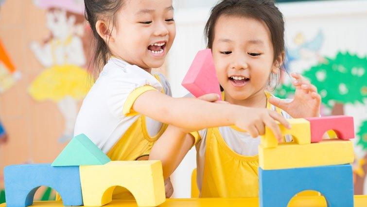 小孩弄壞同學高價玩具,該怎麼處理?