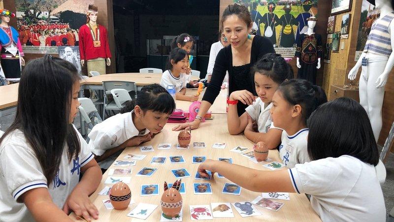 2019教育創新100|前電視主持人舒娜依 節目腦創族語教學新方法