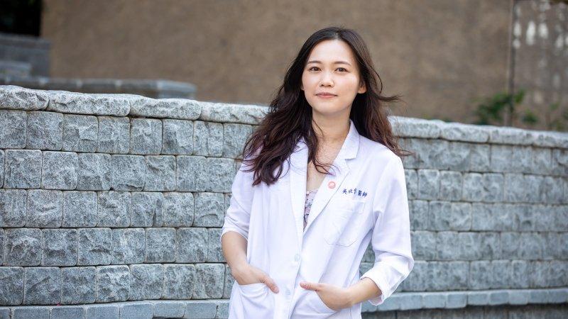 屏東醫院醫師吳欣岱 外科女醫:有了孩子,我不看自己犧牲了什麼
