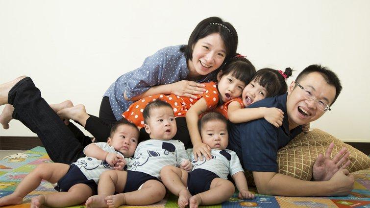 不可思議的超人父母,雙胞胎加三胞胎的甜蜜世界