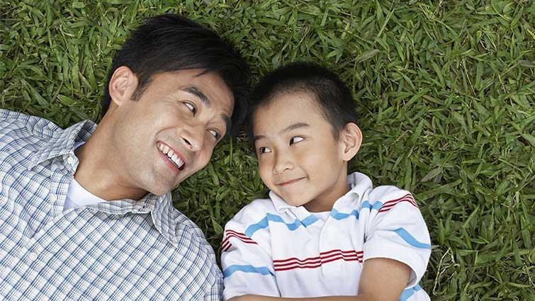 孩子犯錯時,父親是給予安全感的第三者