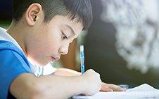 孩子不會寫長文,也不會用修詞和成語...
