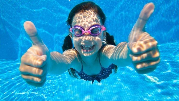 課餘「必修」兩件事:運動、學游泳