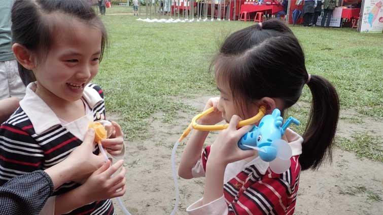 張東君:當個小小動物醫生,聽聽烏龜的心跳聲