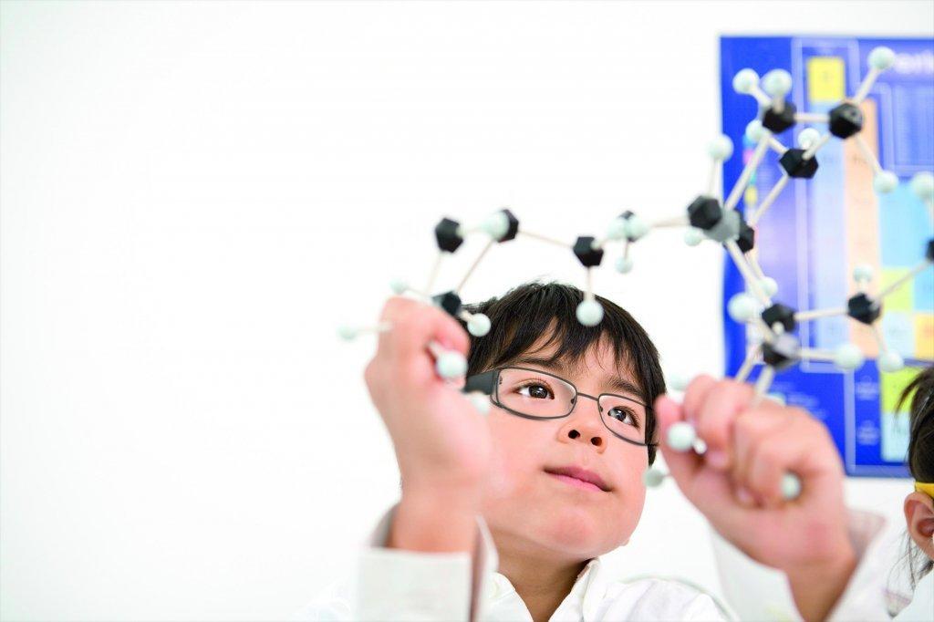 選擇專為兒童設計的近視管理鏡片,讓孩子清晰看未來