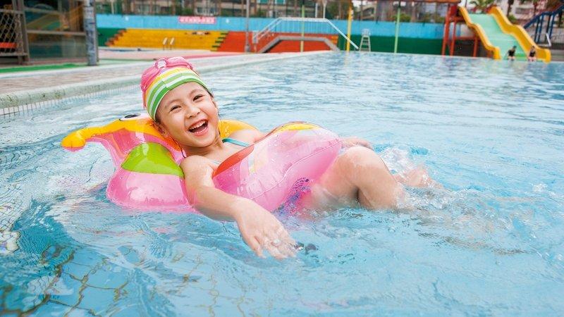 解封後能去游泳嗎? 選擇開放式泳池 安心戲水兼顧防疫