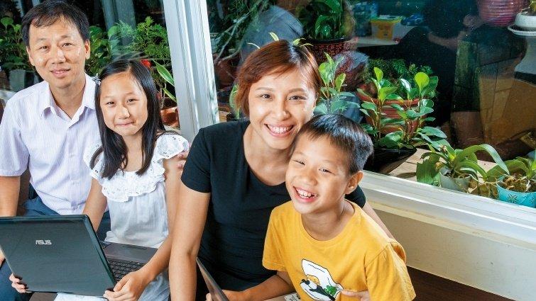 自學家庭媽媽黃懷萱,大量陪伴孩子體驗線上、線下生活