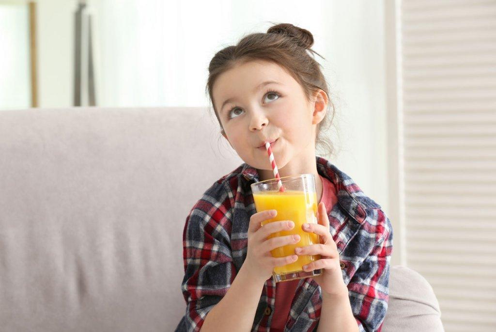 孩子5歲前可以喝什麼? 美國營養指南:大概就2種東西