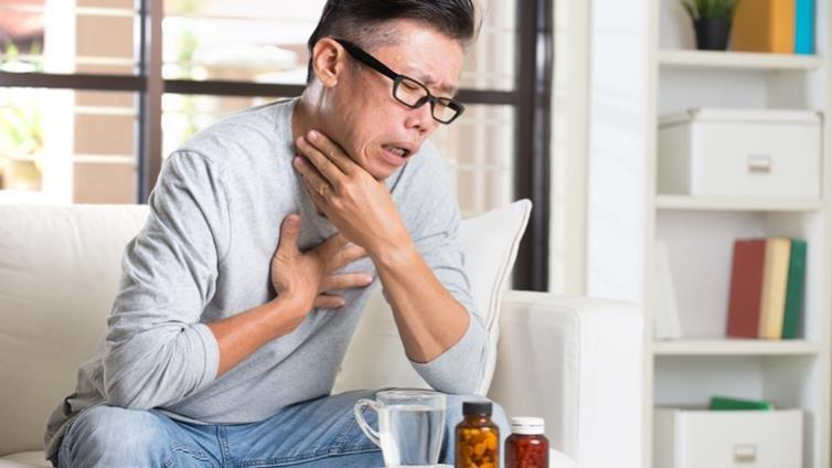 你家有食道癌高危險群嗎?抽菸、烈酒和檳榔影響最大,常「趁熱喝」也不利