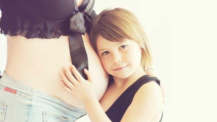 如何讓2歲小孩,喜歡即將出生的手足?