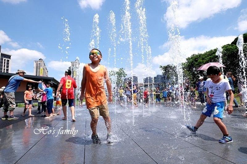 【新北土城】斬龍山遺址文化公園:免費玩水!山丘特色遊戲場、噴水池、沙坑、野餐
