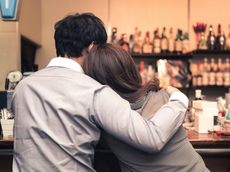 論許志安出軌:女強男弱又何妨?愛是成為伴侶身後最穩的根!