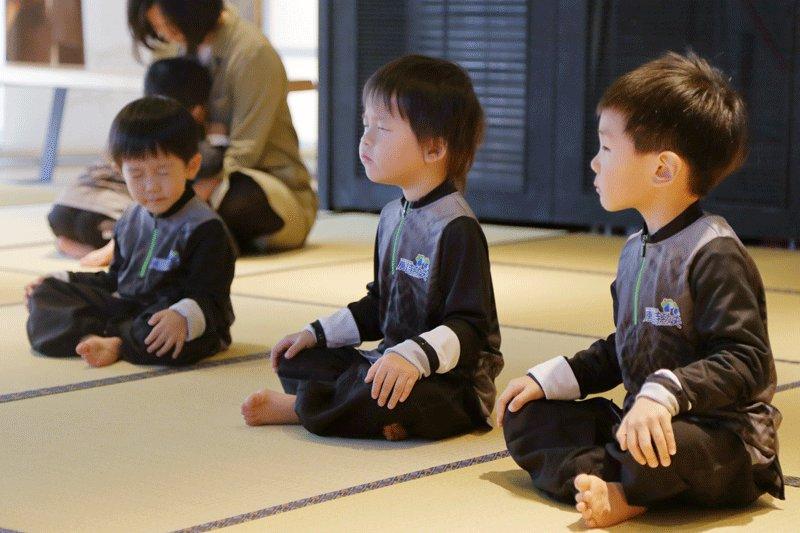 現代家庭必備的靜能量居家訓練:每天靜坐3分鐘,孩子專注更集中