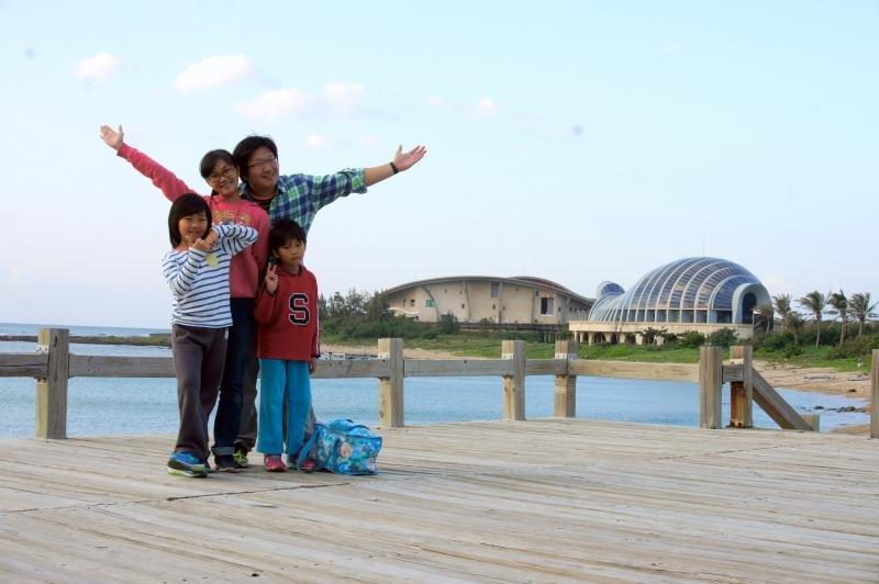 享受愉快的家庭旅遊