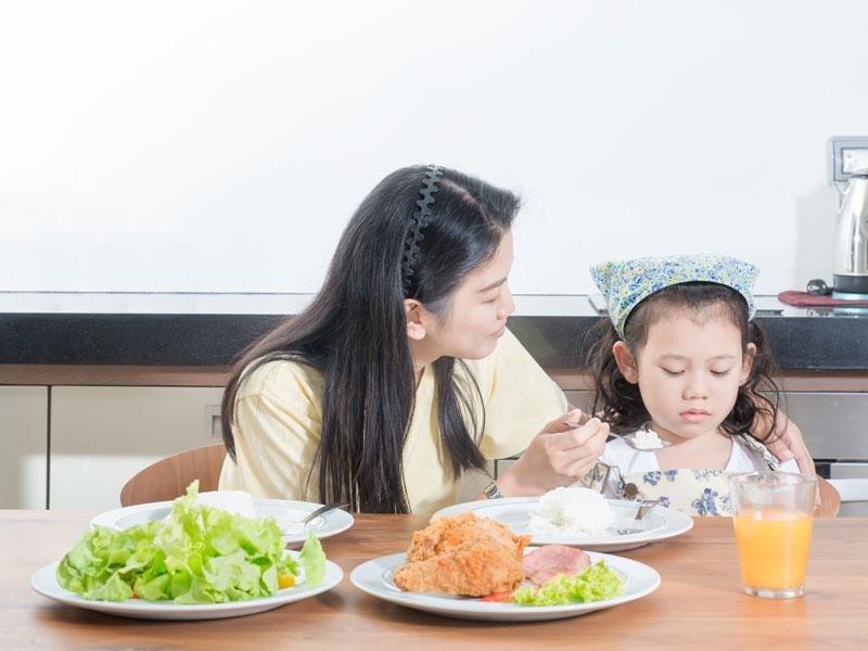 孩子太調皮?四步驟,就能讓孩子乖乖坐下來吃飯!
