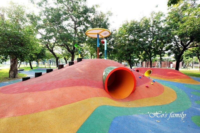 【高雄景點】蓮池潭兒童公園美又好玩!新彩虹特色公園遊戲場