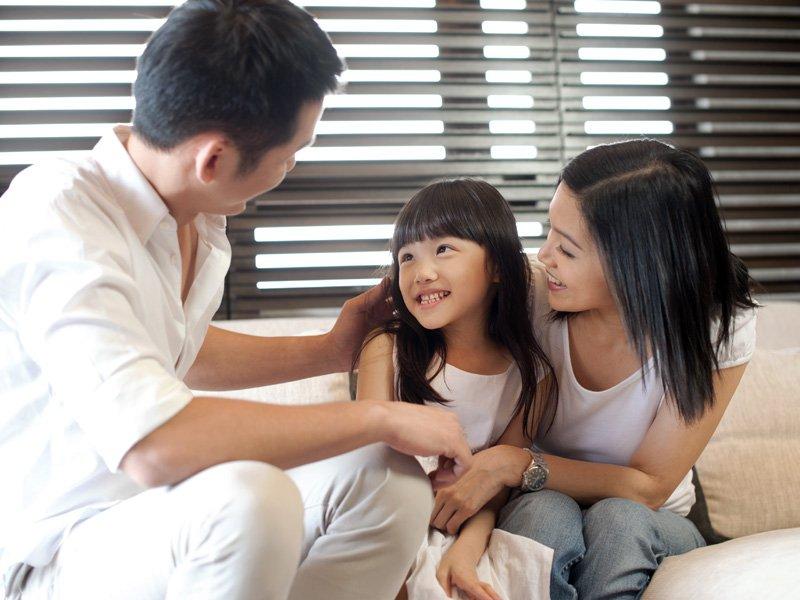 夫妻若在孩子面前有衝突,也試著在孩子面前和好