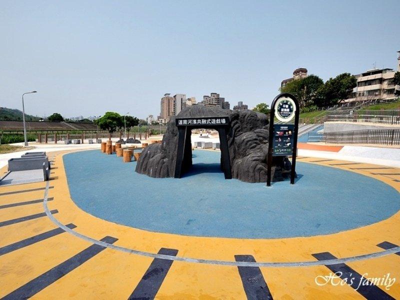 【台北景點】道南河濱公園遊戲場:礦車過山洞!六大主題遊具玩樂新體驗