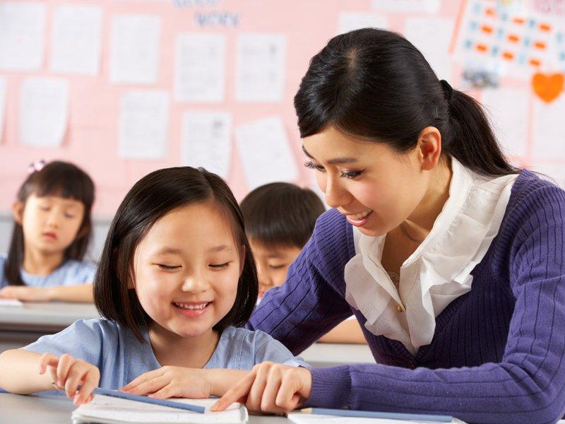 教育孩子不是站在威權的頂端來管教