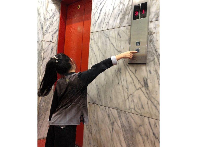 小孩要學,媽媽更要看!遠離危險的搭電梯安全守則